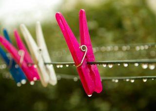 【得する人損する人】部屋干しで洗濯物が早く乾く裏技、臭い対策はどうする?